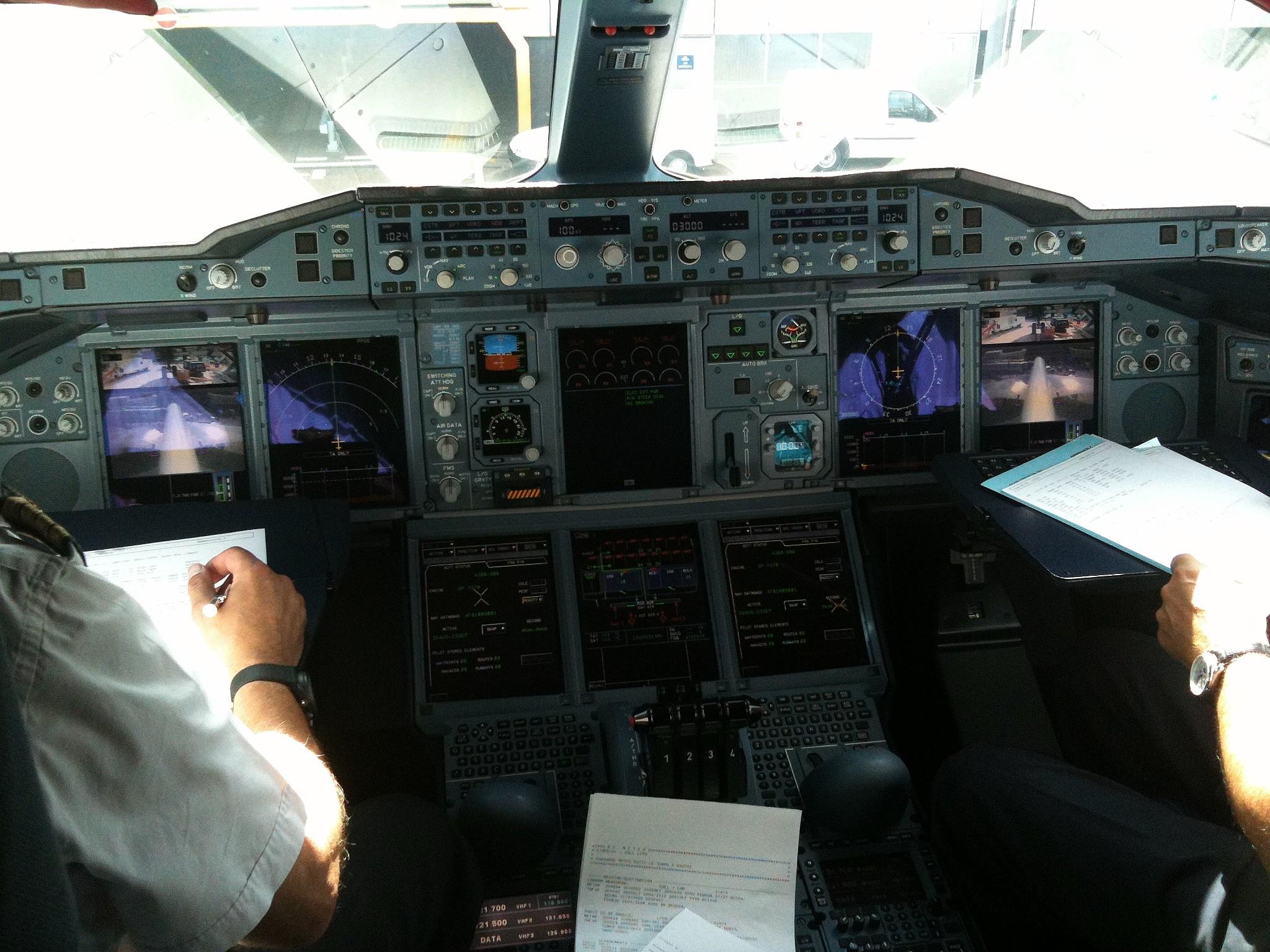 File:Cockpit of Air France A380.jpg