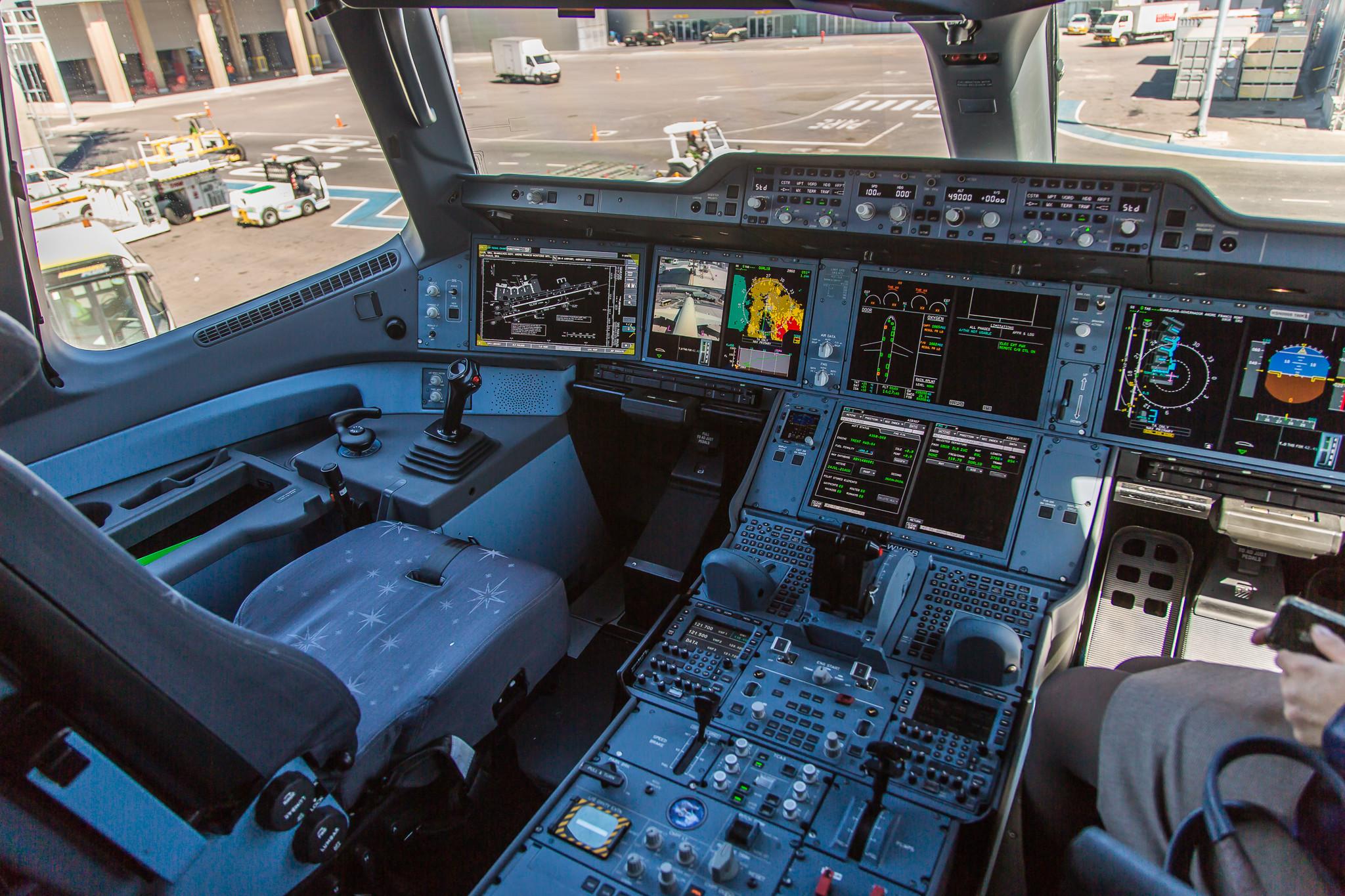 Airbus A350 XWB Cockpit …