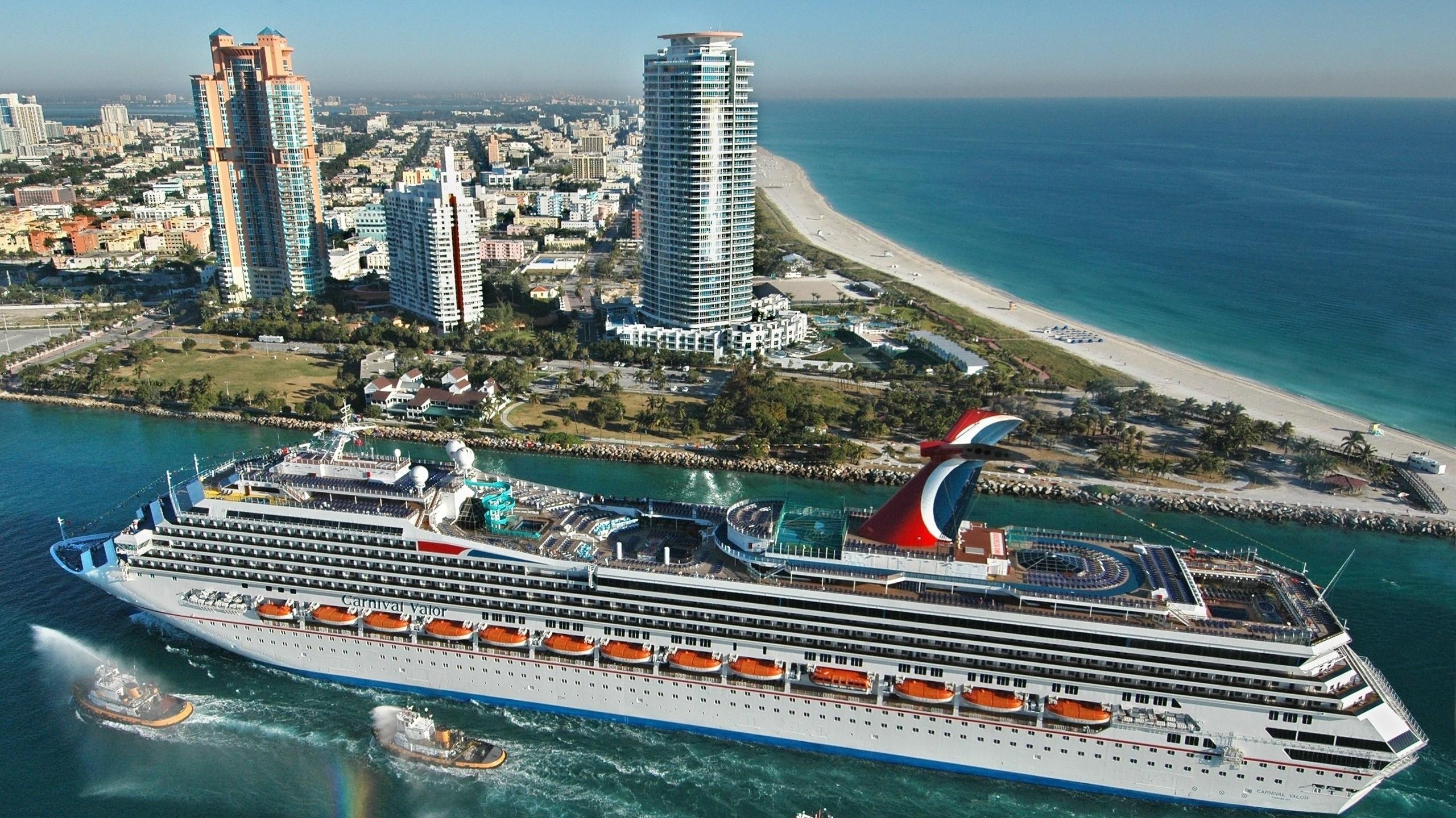 Preview wallpaper miami, beach, boats, buildings, sea, travel 2560×1440