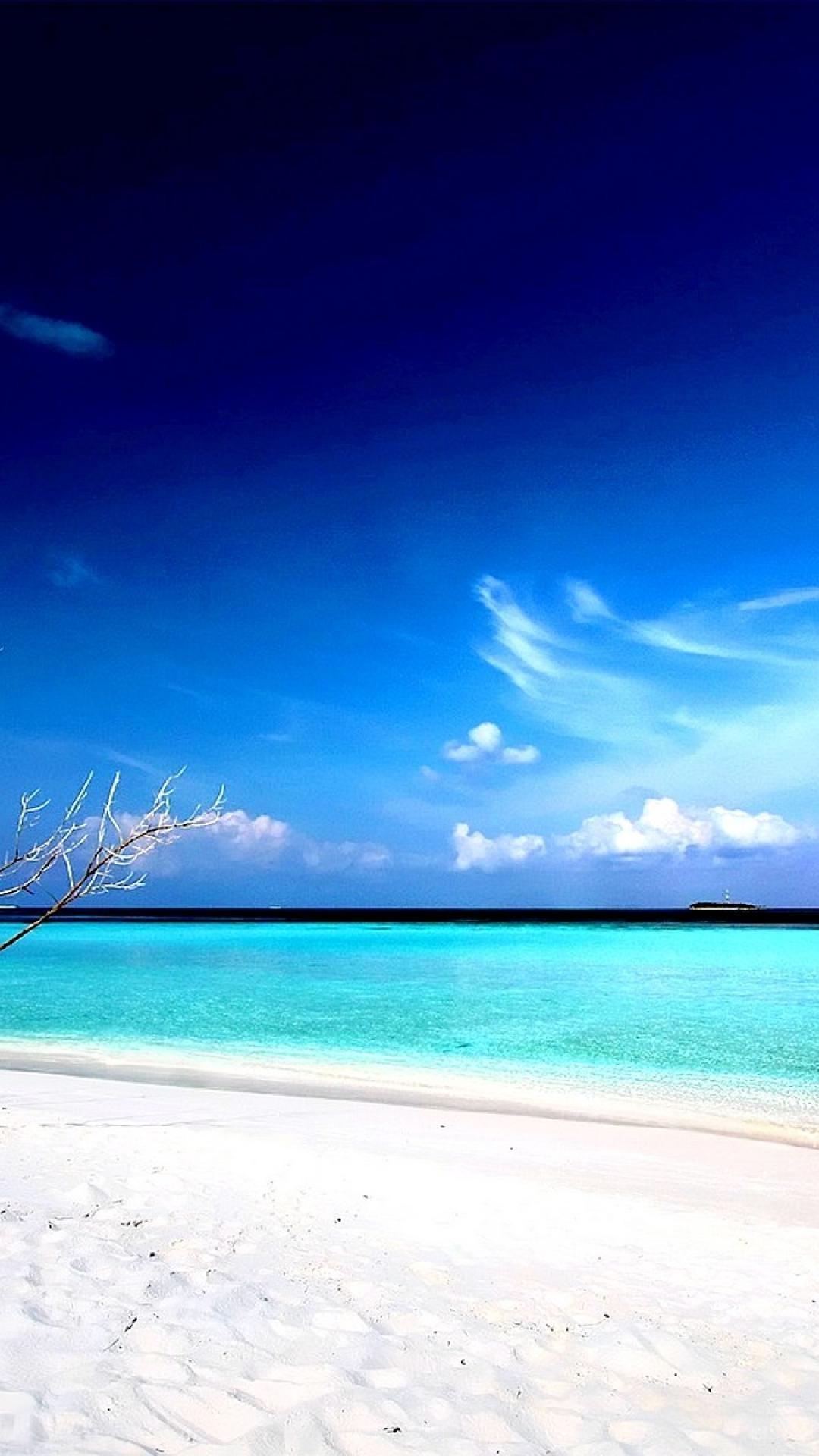 HD Beach iPhone Wallpaper.