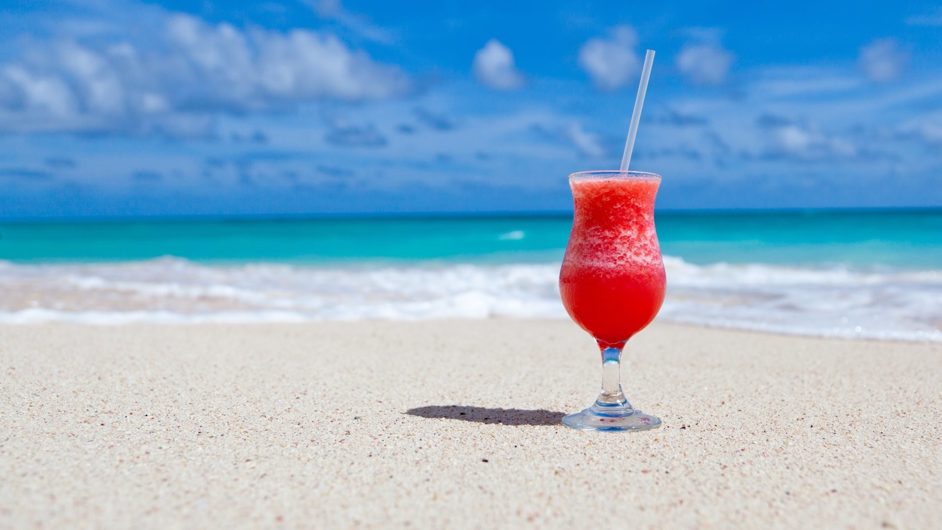 4K HD Wallpaper: Exotic Cocktail on Caribbean Beach