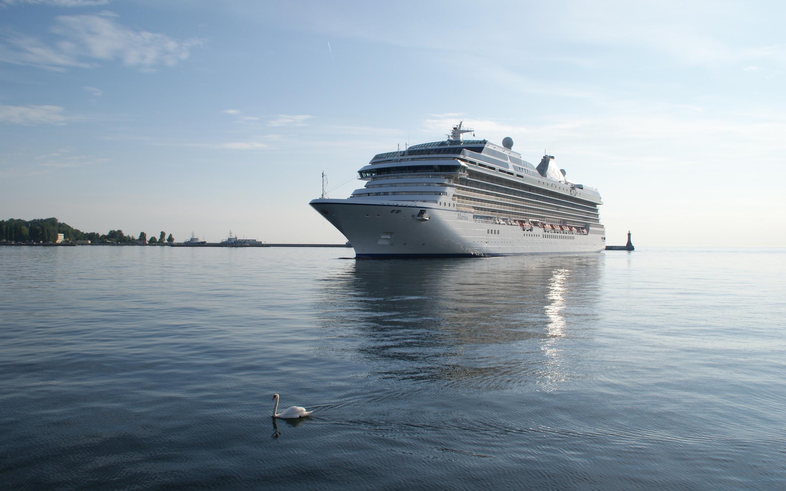 Cruise Ship Widescreen Wallpaper
