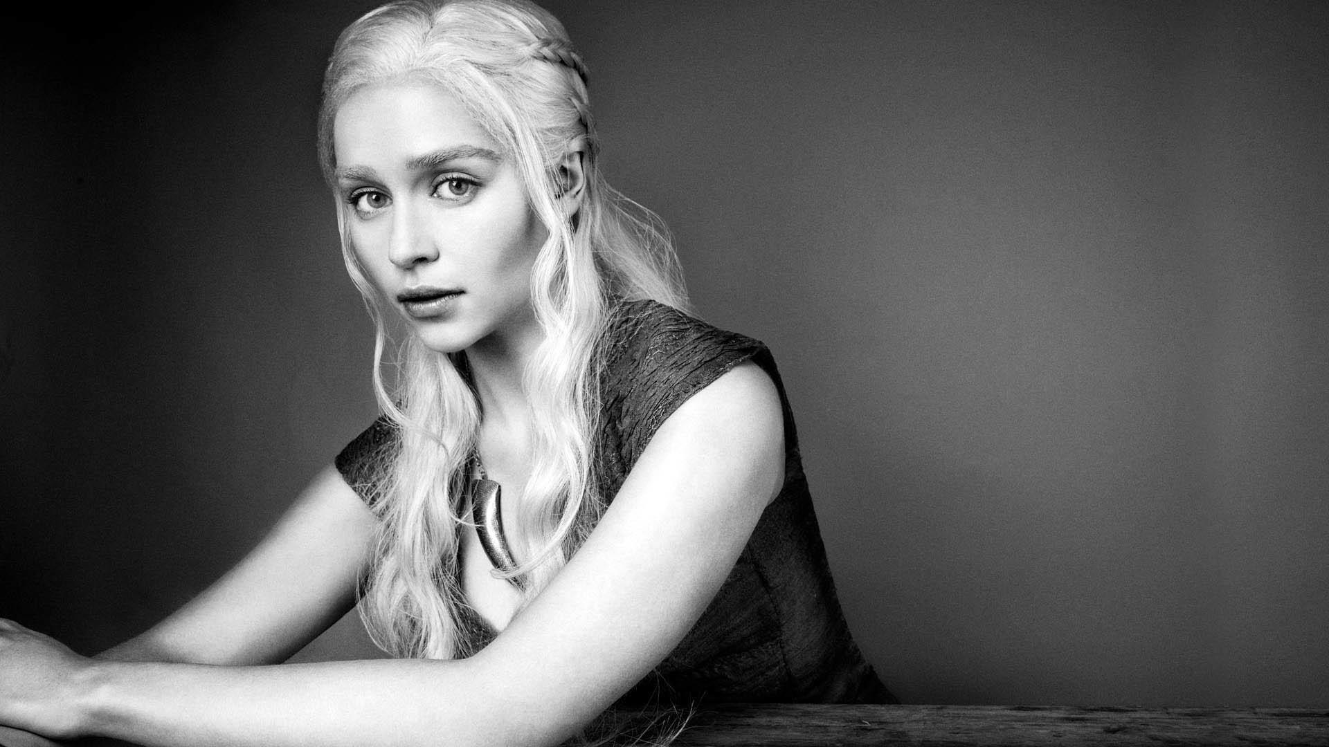 Emilia Clarke as Khaleesi Daenerys Targaryen – GoT wallpaper