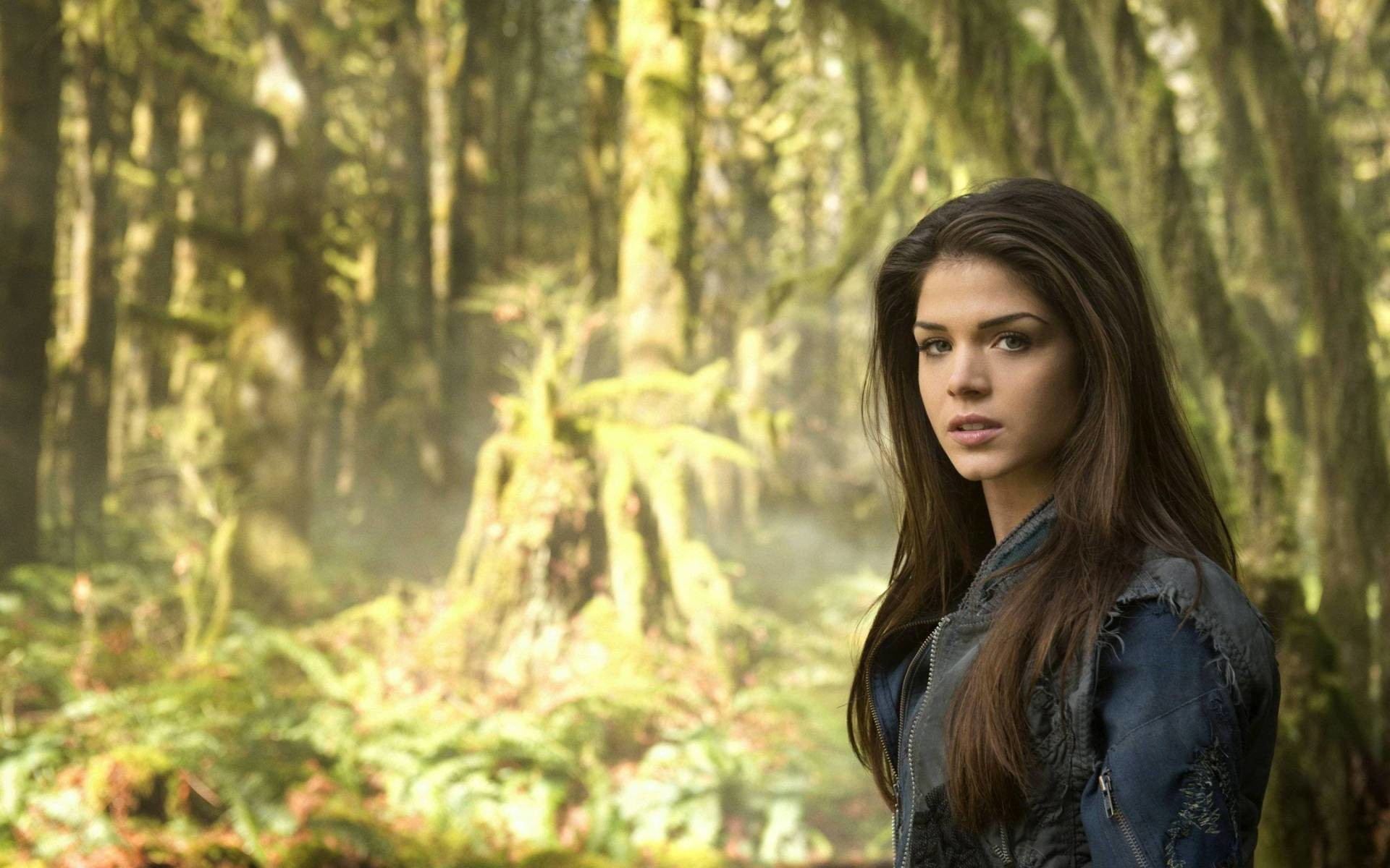 The 100 — Image: — Pictured: Marie Avgeropoulos as Octavia — Photo: Cate  Cameron/The CW — © 2014 The CW Network. All Rights Reserved.