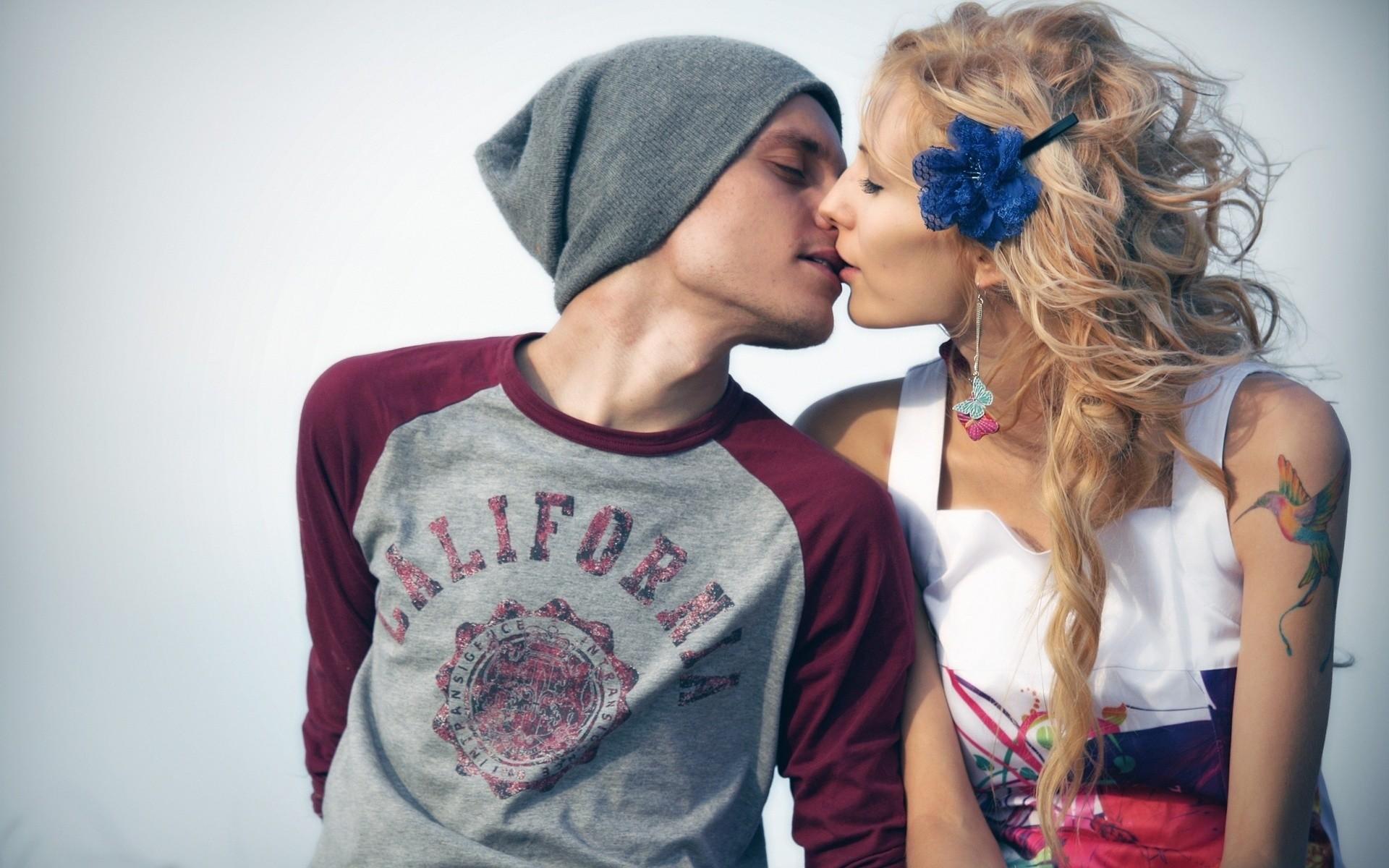 … Kissing Couple Wallpaper …