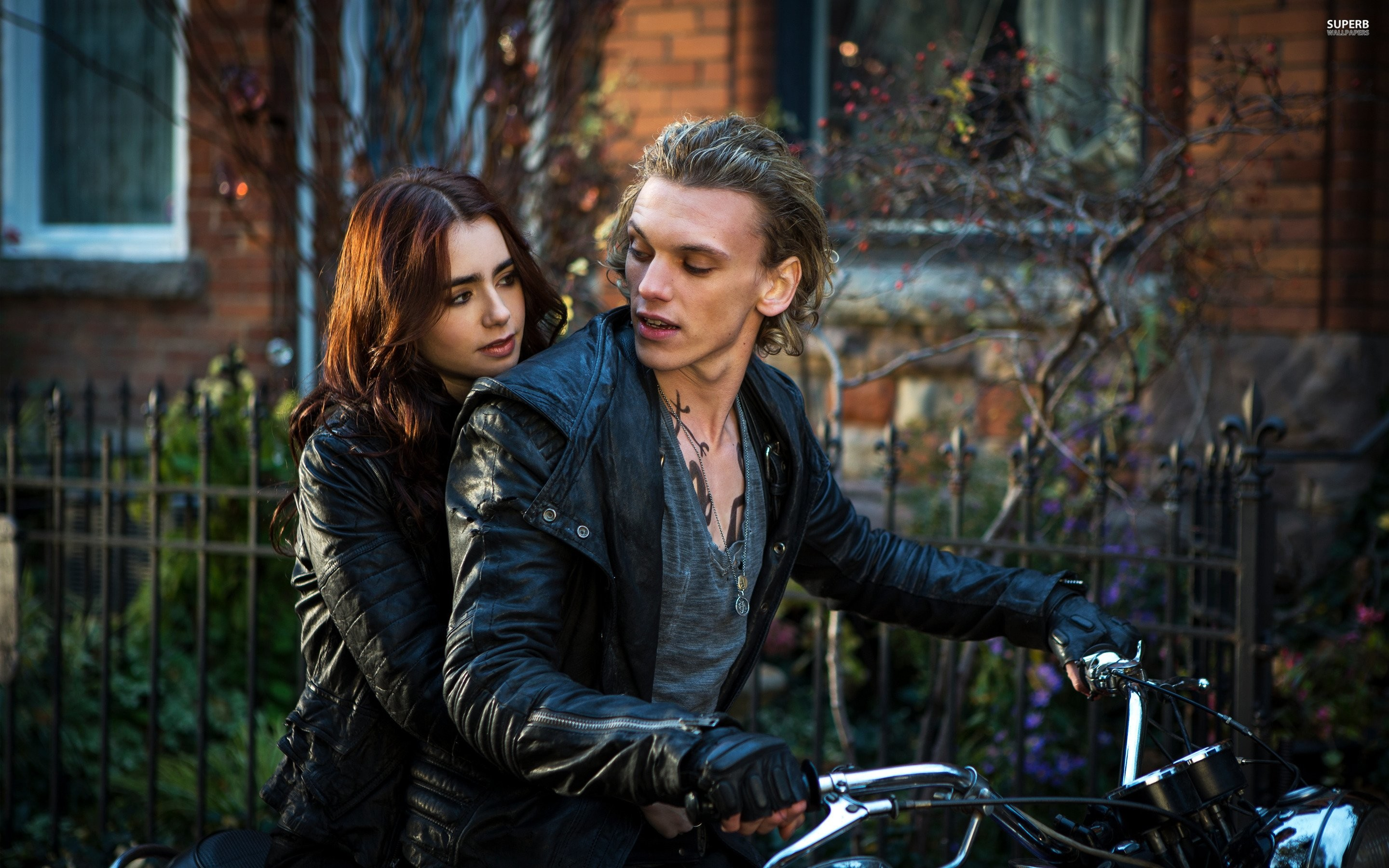 Clary And Jace – The Mortal Instruments City Of Bones Wallpaper