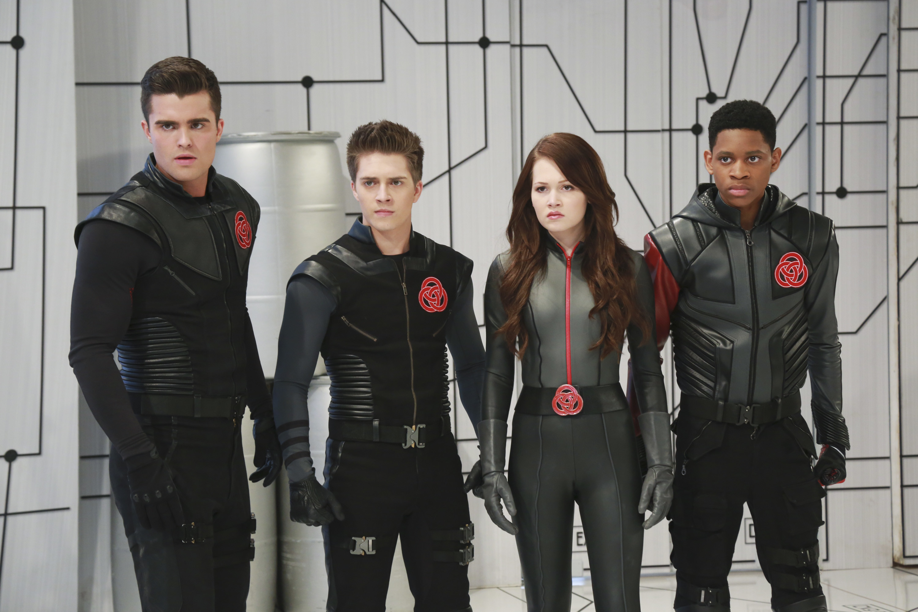 The Cast of 'Lab Rats: Bionic Island' Dishes on the New .
